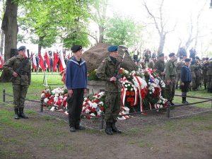 03.05.2010 przy pomniku